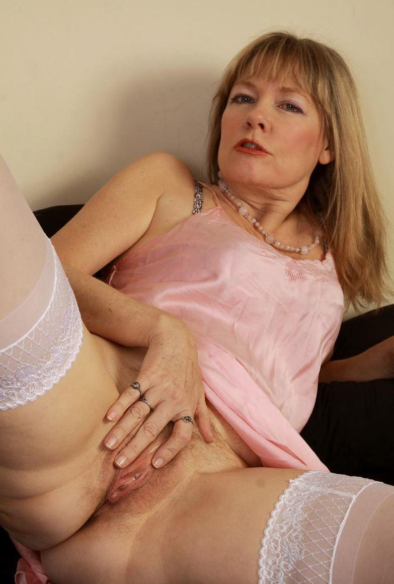 Reife Frau In Strapsen